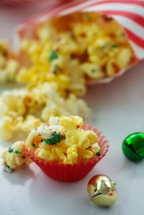 WHITE CHOCOLATE CHRISTMAS POPCORN by BUNS IN MY OVEN